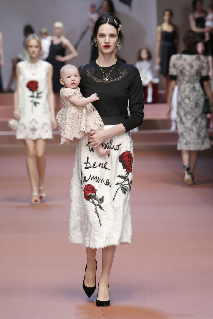 dolce-and-gabbana-winter-2016-women-fashion-show-runway-16-zoom